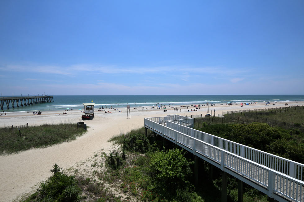 Only A Wide Beach Stands Between You And The Atlantic Ocean Accommodation Wrightsville Silver Gull