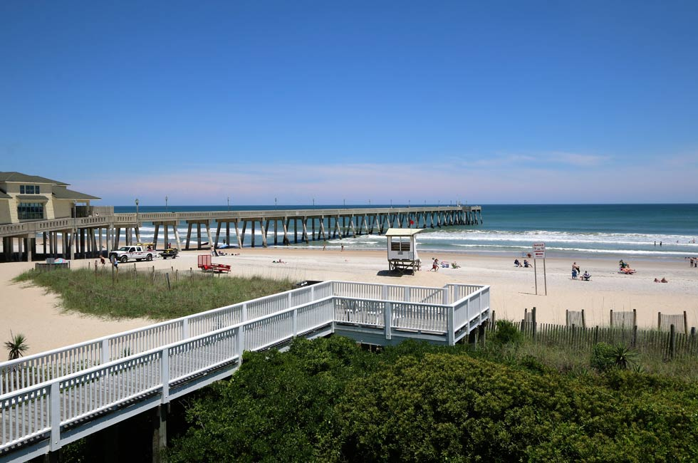 We have a boardwalk from the 2nd floor of the motel directly to the beach - Accommodation Wrightsville Beach - North Carolina